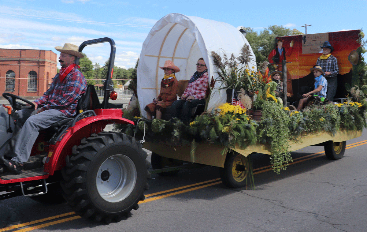Wild West Labor Day Weekend Parade In Heuvelton Features Bands Floats Fire Trucks Northcountrynow