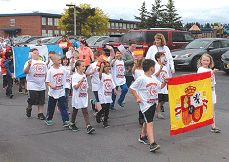 Mrs. Jen Saber's 2nd grade class march in Lawrence Avenue' s Olympic parade.