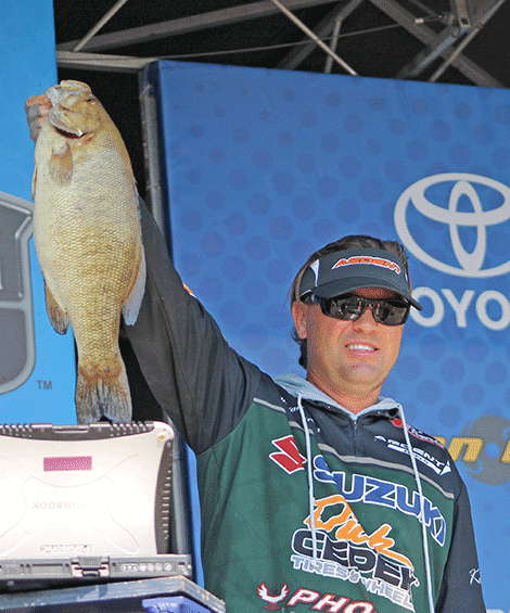 Clifford Perch's bag weighed 16 lbs., 5 oz.