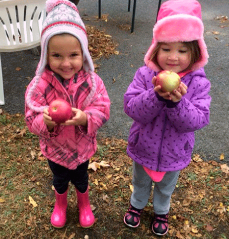 Massena-apple-kids.png