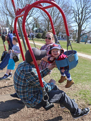 Oburg-baby-and-parents-swinging.png