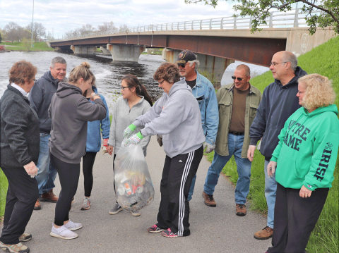 Ogdensburg-cleanup-Kelly-family-2.png