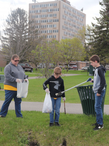 Ogdensburg-cleanup-scouts-close.png