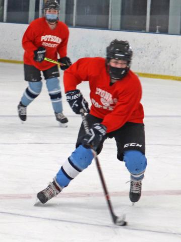Potsdam-Hockey-girls-closeup.png