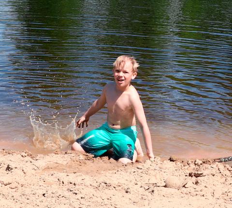 Potsdam-beach-kid.png