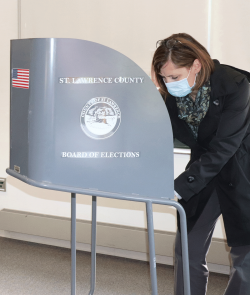 Canton-early-voting-Nicole-Duve.png